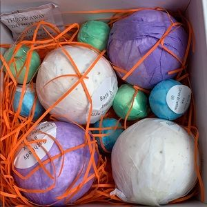 Smagreho Bath - Smagreho Bath Bombs new in box 4-large 6-small
